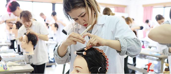 美容師免許も取れる